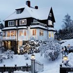 4ee3eb0e28f13fd1bece778fd28065c2-swedish-home-winter-snow.jpgbt